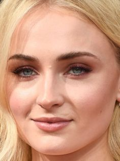 Close-up of Sophie Turner at the 2016 Emmy Awards. http://beautyeditor.ca/2016/09/22/emmy-awards-2016