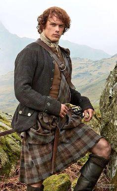 "Sam Heughan rocks a kilt as Jamie Fraser in ""Outlander"" Claire Fraser, Jamie Fraser, Jamie And Claire, Sam Heughan Outlander, Outlander Season 1, Outlander Book Series, Starz Outlander, Outlander Wedding, Outlander Funny"