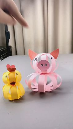 DIY paper cute pig - a simple tutorial that shows you how to . Paper Crafts Origami, Paper Crafts For Kids, Diy Arts And Crafts, Creative Crafts, Preschool Crafts, Easter Crafts, Paper Crafting, Fun Crafts, Origami Owl