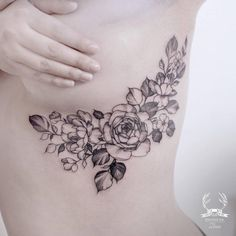 Under-boobs tattoos have soared in popularity over the last decade, and for very good reasons. Learn more about inking this part of your body! Cover Up Tattoos For Women, Side Tattoos Women, Tattoos To Cover Scars, Scar Tattoo, Tattoos For Women Flowers, Sternum Tattoo, Cover Tattoo, Pretty Tattoos, Cute Tattoos