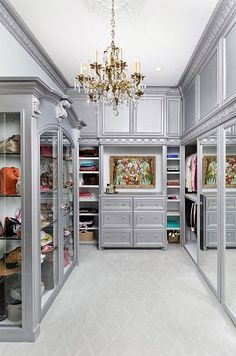 For most women, a dreamy walk-in closet is a must-have feature for any dream house. Who can't resist a space that is filled with your favorite designer dresses, Chanel handbags, jewelry and decorated with fresh flowers? Earlier, we published our favorite closet posts (dreamy walk-in closets and the biggest closet in the world). Since then, we discovered #luxurywalkincloset
