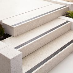 Porch Stairs, Stair Steps, Wall Design, Architecture, Apartments, Home Decor, Gardens, House, Arquitetura