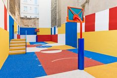French design and photography agency Ill-Studio and fashion brand Pigalle have redesigned and repainted the Paris Duperré basketball court, with support from Nike. The court is squeezed between buildings in a Parisian suburb on Rue Duperré, and became int Basketball Design, Basketball Court, Basketball Tips, Basketball Shoes, Sports Court, Street Basketball, Basketball Scoreboard, Ill Studio, Pigalle Basketball