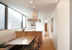 閉ざされているのに開放的! 二つの中庭のある家 | MABUCHIの新築施工例【イエタテ】 Gifu, House 2, Kidsroom, Architecture Details, Table, Inspiration, Furniture, Home Decor, Bedroom Kids
