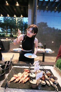 [소미] 소미가 홍콩과 사랑에 빠졌솜♥ : 네이버 포스트 Jeon Somi, Jung Chaeyeon, Choi Yoojung, Kim Sejeong, Teen Celebrities, Cute Girl Pic, Krystal, Korean Girl, Kpop Girls