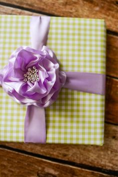 Lear how to make a beautiful and easy ribbon flower to use for wrapping gifts. Paired with green gingham wrapping paper, this is a perfect look for a spring birthday party or baby shower. Burlap Ribbon, Ribbon Crafts, Flower Crafts, Ribbon Bows, Craft Flowers, Gift Ribbon, Felt Flowers, Paper Flowers, Ribbon Flower Tutorial