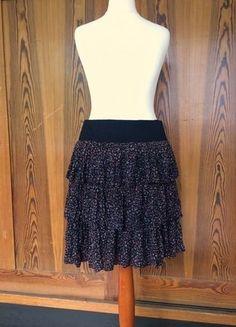 Kaufe meinen Artikel bei #Kleiderkreisel http://www.kleiderkreisel.de/damenmode/knielange-rocke/152985175-stufenrock-mit-millefleur-muster-gummibund
