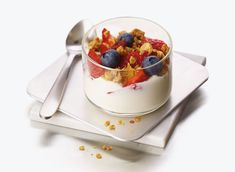 Fairlife, the dairy processor known for its Core Power post-workout recovery beverages and high-protein milk, is supplying Greek yogurt to the Atlanta-based restaurant chain Chick-fil-A. Low Sugar Snacks, High Protein Snacks, Healthy Menu, Healthy Desserts, Healthy Eating, Clean Eating, Healthy Recipes, Low Sodium Fast Food, 150 Calorie Snacks