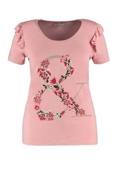 Deze top heeft romantische ruches op de schouders. Geborduurde bloemen zijn te zien op de voorkant in een vorm van een & teken. Modieus in elk opzicht!Lengte:70 cm in maat LPasvorm: RechtvallendWasvoorschrift: Machinewas Tunic, Ms, T Shirt, Fashion, Ruffles, Supreme T Shirt, Moda, Tunics, Tee Shirt