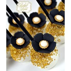 Great Gatsby themed cake pops for Katrevia's 30th birthday party!!  Black acrylic sticks from my favorite @thenewyorkcakepopery ❤️❤️❤️ Flower pearl mold from the always lovely @heavenssweetnessshop  #greatgatsby #gatsbyparty #gatsbytheme #gatsbysweets #gatsbycakepops #cakepops #miami #miamicakepops #miamibaker #bakedwithlove