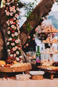 Conoce las novedades culinarias del catering bridal. #Matrimoniocompe #Organizaciondebodas #Matrimonio #Novia  #TipsNupciales #CaminoAlAltar #MatriPeru #BodaPeru #DecoracionDeMatrimonio #MenuDeBoda  #CateringBoda #CateringMatrimonio #ComidaBoda #PlatosParaBoda Table Decorations, Bridal, Home Decor, Food Truck, Candy Stations, European Wedding, Wedding Catering, Homemade Home Decor, Decoration Home