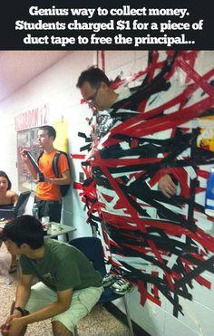 Den Direktor an die Wand kleben