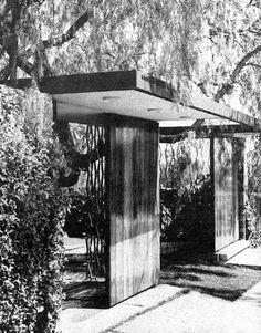 Vista de la entrada de la calle, Casa en Pedregal, Pedernal 249, Jardines del Pedregal, México DF 1962  Arq. Miguel Calderón Garza -   View of the street entrance of a house in Pedregal, Pedernal 249, Gardens of Pedregal, Mexico City 1962