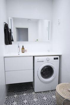 wc,kylpyhuone,valkoinen sisustus,marokko,marokkolainen