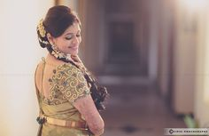 The Super Extravagant Telugu Wedding Replete With Glitz & Glamour South Indian Weddings, South Indian Bride, Kerala Bride, Hindu Bride, Telugu Wedding, Saree Wedding, South Indian Makeup, Tulsi Silks, Mehndi Outfit