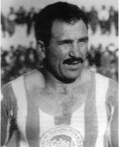 Μουράτης Ανδρέας. Πειραιά. (1926-2000). Αμυντικός. Από το 1945-1955. (31 συμμετοχές 3 goals). Παρατσούκλι '' Μιζούρι ''. Big Men, Passion, Lol, Football, Sports, Greek, Greece, Soccer, Hs Sports