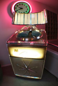 AMI Continental Jukebox w / neon clock - Greg Tykal Retro 50, Look Retro, Retro Vintage, Vintage Box, Jukebox, Kitsch, Neon Clock, Music Machine, Old Music