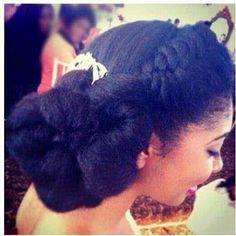 Coiffure d\u0027une mariée avec ses cheveux crépus