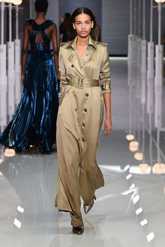 Ralph & Russo Spring 2018 Ready-to-Wear Fashion Show Collection Fashion 2018, Runway Fashion, High Fashion, Fashion Trends, Fashion Spring, Women's Fashion, Haute Couture Style, Ralph & Russo, Bouchra Jarrar