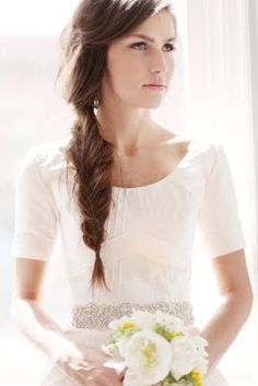 Love the casual fish tail braid on this bride.