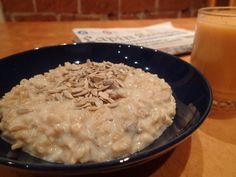 Puuro kuuluu suomalaiseen aamiaispöytään samalla tavoin kuin ikivihreä tango tanssilattialle. Sokerihuurretut murot ja myslit ovat vallannee... Tango, Risotto, Oatmeal, Grains, Rice, Breakfast, Ethnic Recipes, Food, The Oatmeal