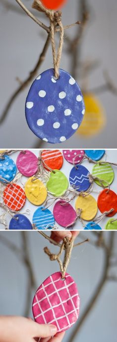 Witte klei van Action en koek vormpjes Pasen gebruiken. Met rietje een gaatje maken, nacht laten drogen en dan verven. Zoutdeeg kan ook.