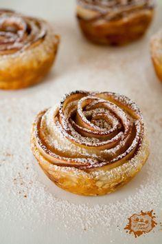 Roses Feuilletées aux Pommes (Apple Roses) - J'amène Le Dessert  Lire la suite :http://www.sport-nutrition2015.blogspot.com