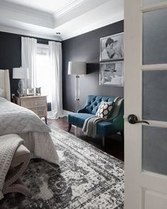 Black-walls-bedroom