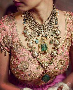 Bridal Jewelry Rani Haar with green gem stones and kundan work for an Indian Bride. Looks gorgeous. Bridal Necklace, Bridal Jewelry, Gold Jewelry, Jewlery, Jewelry Logo, Resin Jewelry, Jewelry Branding, Diamond Jewelry, Jewelry Bracelets