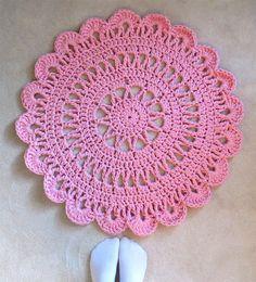 Häkelteppich Annie • Kostenlose Häkelanleitung. #häkeln #teppich #anleitung #crochet #patterns #carpet #rund #rosa #häkelanleitung #kostenlos