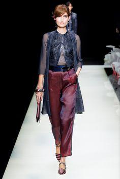 Nadire Atas on Georgio Armani Giorgio Armani Spring 2016 Ready-to-Wear Collection - Vogue Giorgio Armani, Runway Fashion, Fashion Show, Womens Fashion, Fashion Design, Milan Fashion, Uk Fashion, Fashion Spring, Look Formal