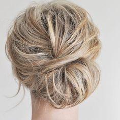 """5,747 curtidas, 80 comentários - Wedding (@weddingideas_brides) no Instagram: """"Lindo coque despojado ❤️ via @clinic_hair @clinic_hair"""""""