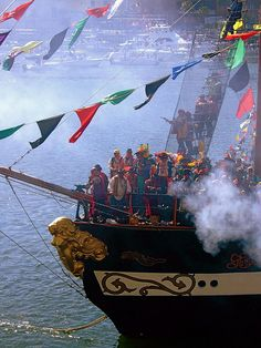 Gasparilla Pirate Invasion - annual celebration in Tampa, FL Florida Girl, Florida Living, Old Florida, Florida Vacation, Central Florida, Florida Travel, Beach Travel, Tampa Bay Fl, Tampa Bay Area