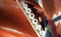 Housse flûte traversière en cuir La Boëlie Cases, Diamond, Bracelets, Music, Jewelry, Slipcovers, Accessories, Bangles, Musica