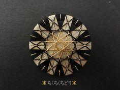 金×黒リングの糸ボタン4個目