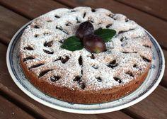 Recept na výborný šťavnatý slivkový koláčik. Nielen mak ale aj orechy sa výborne hodia k slivkám.