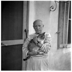 Pablo Picasso with his cat. Photograph by Carlos Nadal, © Estate of Pablo Picasso. Artists Rights Society (ARS), New York Pablo Picasso, Picasso Art, Crazy Cat Lady, Crazy Cats, I Love Cats, Cool Cats, Celebrities With Cats, Celebs, Men With Cats