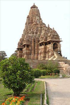 The Kandariya Mahadeva Temple (Khajurâho) India