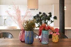 Vases and flowers Rose Byrne, Diana Vreeland, Do I Love Him, Ted, Minimal Shoes, Stylish Couple, When I Grow Up, Fashion Story, Beautiful Interiors