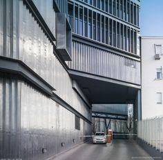 Building MAKRO / Enrique Bardají & Asociados