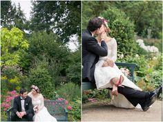 Brautpaarshooting, schwarzer Anzug, schwarze Fliege, Brautkleid, Blumenkranz, Brautpaar, Bank, Schloss Cromford, Foto: Violeta Pelivan