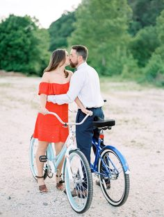 Beauty, Beard and Bikes! Kari and Ben's Outdoor Knoxville Engagement Session at the Ijams Nature Center, Tennessee. Photos by Juicebeats Photography.