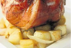 Eisbein: Pork leg done the German way - Times LIVE Pork Shanks Recipe, Pork And Beef Recipe, Pork Recipes, Mexican Food Recipes, Cooking Recipes, Dinner Recipes, Eisbein Recipe, Sauerkraut, Gastronomia