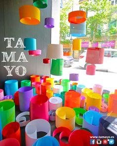 Has visto el nuevo escaparate de #TamayoPapeleria #Donostia #SanSebastian ? Puedes pasar a ver la decoración más maravillosa que hemos preparado usando solo cartulinas de papel en nuestro escaparate de la calle Legazpi 4. Y si necesitas algo de la tienda te recordamos nuestro horario de hoy Sábado tarde de 17 a 20h abiertos.