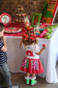 Amazing chicka chicka boom boom party ideas! Lots of cute birthday ideas. Love a book themed party!