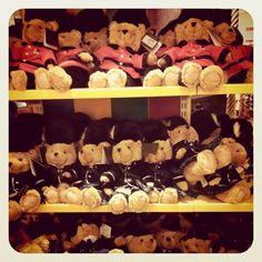 Harrods= Teddy Bears House- aaaawwww, British Bears!!!