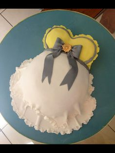 Baby bump, pregnant belly cake