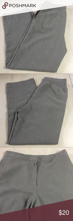 🇺🇸 Real Clothes Women's Dress Pants Size 8 Gray 🇺🇸 Sale! Happy 4th! Brand: Real Clothes  Condition: This item is in Good Pre-Owned Condition! There are NO Major Flaws with this item, and is free and clear of any Noticeable Stains, Rips, Tears or Pulls of fabric. Overall This Piece Looks Great and you will love it at a fraction of the price!  Material: 80% Rayon 20% Wool Size: 8 💥Top Rated Seller 💥Top 10% Seller 💥Top 10% Sharer 💥Posh Mentor 💥Super Fast Shipping Real Clothes Pants…