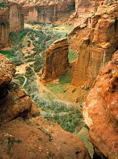 Canyon de Chelly Chinle, AZ Arizona has such remarkable landscape! Great Places, Places To See, Beautiful Places, Places Around The World, Around The Worlds, Voyage Usa, Beau Site, Parcs, Amazing Nature