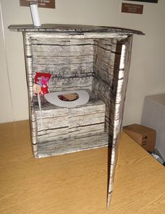 Outhouse Valentine's Box how funny Valentine Day Boxes, Valentine Crafts, Be My Valentine, Holiday Crafts, Valentine Ideas, Diy Valentine's Mailbox, Halloween Crafts, Crafty, Holidays